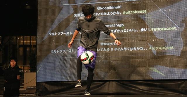徳田耕太郎さんがフリースタイルフットボールのパフォーマンス