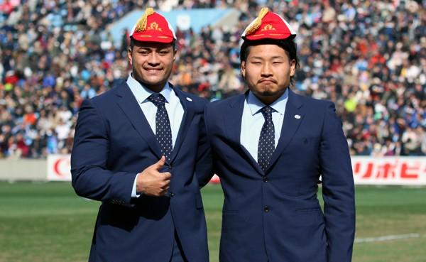 2月28日には稲垣啓太(右)とともに、日本代表キャップ授与式に参加した。