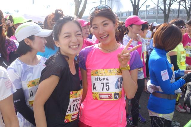 タレントの高山都さん(左)と西谷綾子さん