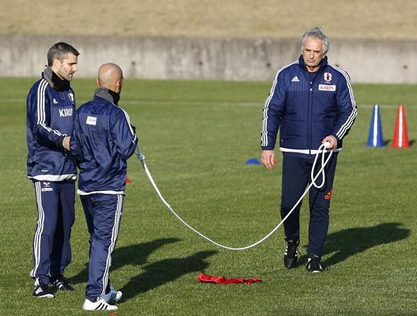 合宿ではロープを使った選手の距離感の確認など、守備面での細かな修正も行われた