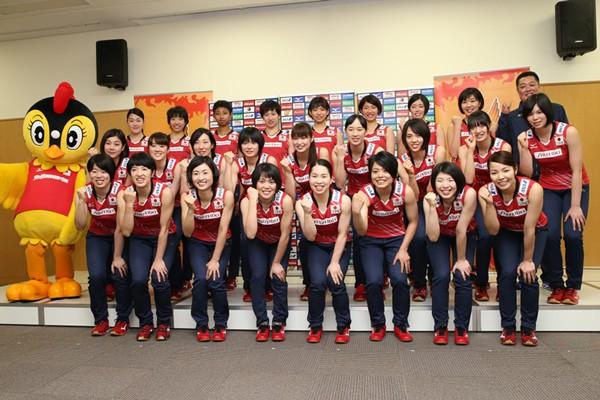 2015年度の全日本女子メンバー。最大の目標はリオ五輪の出場権が懸かる8月のW杯となる