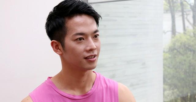 床の上で行うバレエのエクササイズ「バーオソル」を推奨する竹田先生