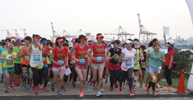 女子みんなでスタート! 写真は2014年9月開催の第5回大会