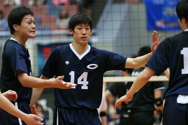 全日本にも選ばれている中央大学の石川祐希(14番)。ポイントゲッターとして、欠かせない存在感を放っている