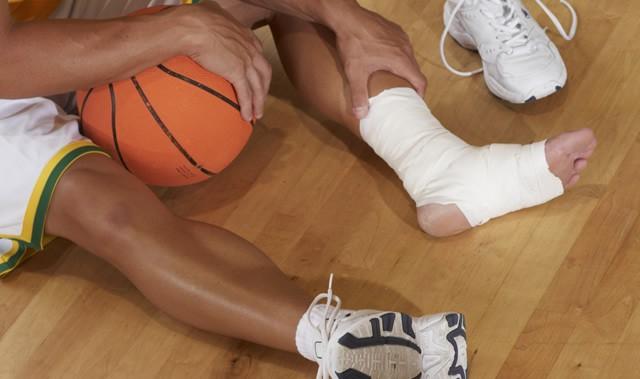 「足首ねんざ」予防に! 自分でできるテーピングの巻き方