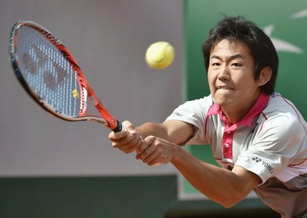 ATP公式サイトでも紹介された19歳の西岡良仁が全仏オープン初戦に臨んだ