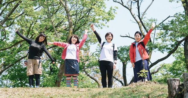 「ついたー!」では、ありません。最初の休憩ポイント、「枚岡展望台」に到着です。標高260m。