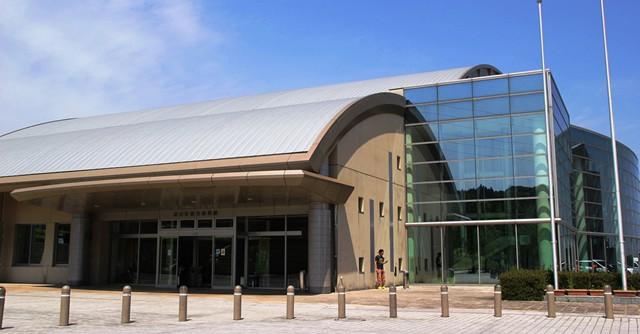 「DUMAU九州」の会場である基山町総合体育館