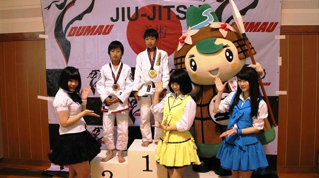 表彰式ではきやまんとご当地アイドルがメダルを授与するなど大会盛り上げに一役買っていた