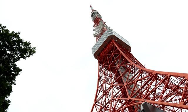 昭和ロマン、赤い鉄塔を駆け上がれ!