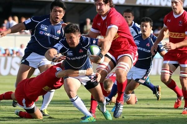 日本代表がカナダに20対6で勝利。途中出場のSO廣瀬(中央)は司令塔として攻撃を組み立てた