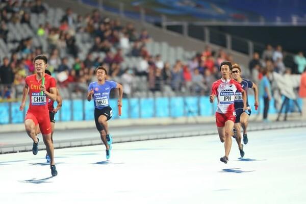 アジア大会の400メートルリレーでは、中国が37秒99のアジア新をマーク。日本は2位に甘んじた