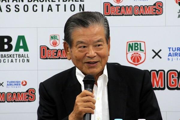 川淵会長は夢の対戦を実現し「バスケットボールファンにとってはこの上ない魅力のある試合」とコメントした