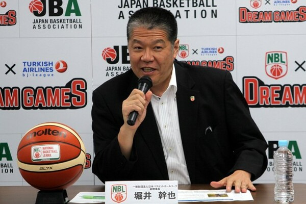 bjリーグとの対戦に向けて、「『実力のNBL』というところを証明したい」と力強く語った堀井副理事長