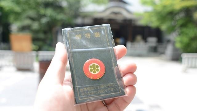 鳥越神社で見つけたお守り。自転車にも貼り付けられそうだ