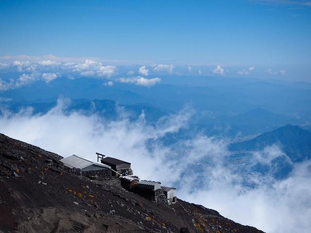 雲が湧き上がる富士山の山腹【(C)2013 Daisuke Koiwai. All rights reserved.】