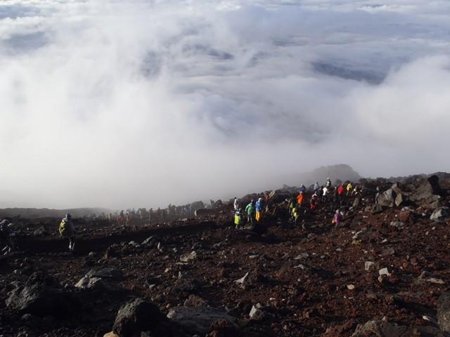 富士登山、歩き方と休憩時のポイント フジヤマNAVIの登山ガイド2015(5)
