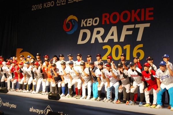 8月24日に行われた韓国の新人ドラフト。代表では3年生18人中、17人がプロから指名された