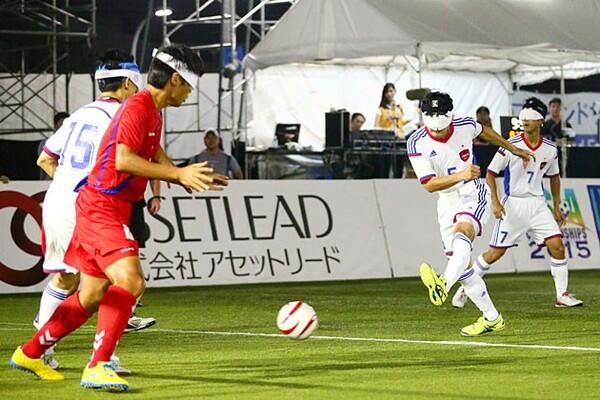 黒田(右から2人目)の先制点もあり、韓国に勝利。望みはつないだが……