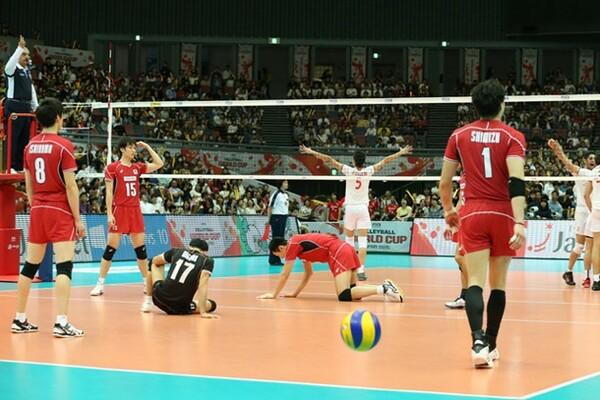 2セット先取しながらもイランに逆転負けを喫した日本。大会通算成績を5勝3敗とした
