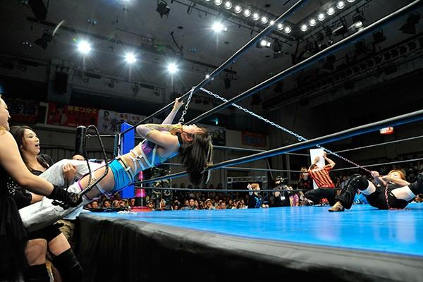 美央は桜花のムチ、尾崎のチェーン攻撃にも耐え1日3試合の奮闘