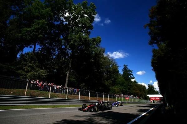 マクラーレン・ホンダは高速サーキットで苦しい。イタリアGP(写真)では簡単に抜かれる場面が目立った