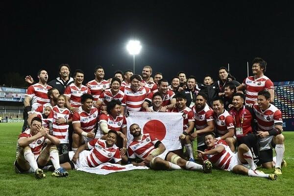 3勝目を挙げ、晴れやかな表情を見せる日本代表
