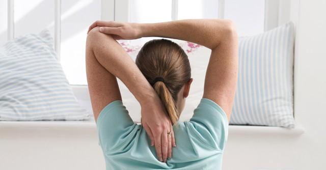 肩甲骨を動かすエクササイズで肩こり解消