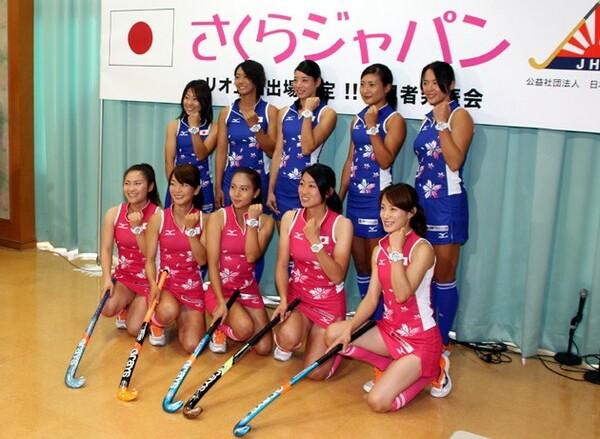 リオ五輪出場が決まり、喜びの会見を行ったホッケー女子日本代表「さくらジャパン」の選手たち