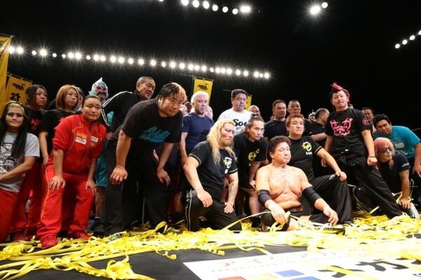 昭和を代表するプロレスラー・天龍源一郎が多くのファンに見守られる中、引退試合を行った