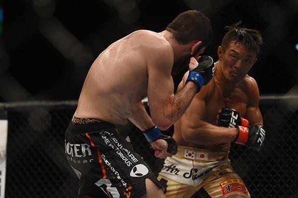 高阪氏は「ボクシングの技術で言えば、秋山のほうが上」と分析