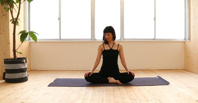 真夏の疲れ、体の重さに悩む方に 簡単ヨガ「腰痛改善編」