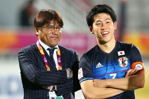 U−23日本代表のAFC・U−23選手権完全制覇の陰には、手倉森誠監督(左)の「用兵術」と「疲労のマネジメント」があった