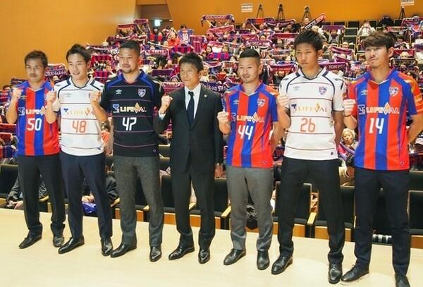城福浩監督(中央)率いるFC東京は、U−23とトップチームが一緒に活動しながら強化していくという