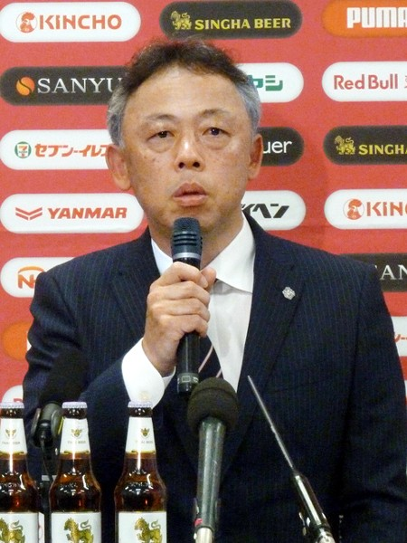 完全にトップとU−23を別々に動かしているC大阪。大熊清監督(写真)は「いいも悪いも『下剋上』。下から這い上がるハングリー精神を持ってもらいたい」と語る