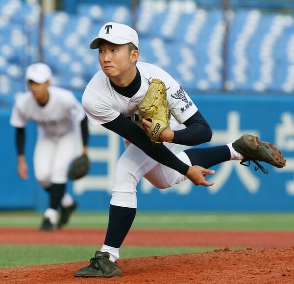 投げては146キロ、打っては高校通算37本塁打と投打にセンスを見せる東邦・藤嶋は大会第3日に登場