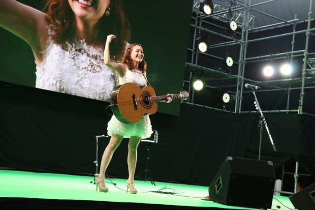 スタートセレモニーで国歌斉唱したchayさん、スペシャルライブも行いました