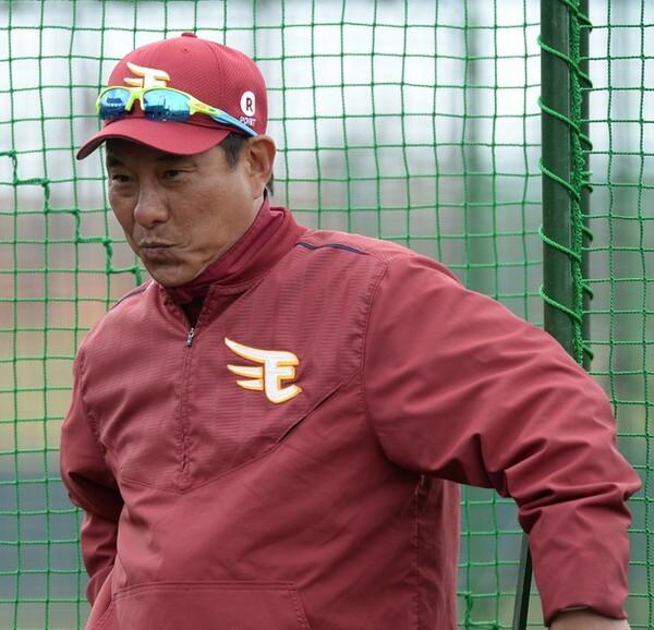 今季から再び楽天のユニホームに袖を通した池山コーチ