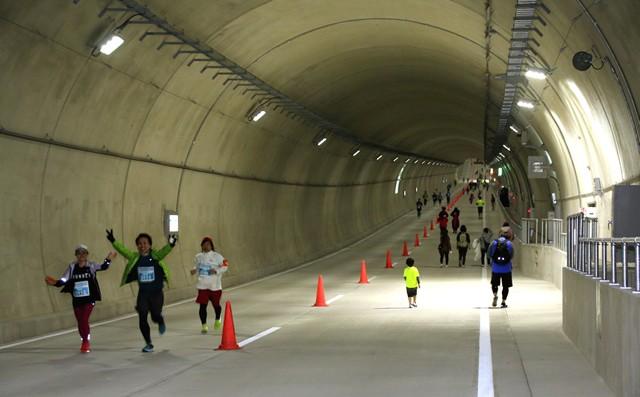 お台場の海底トンネルを走る! 1.5kmの直線、ランナーに大好評