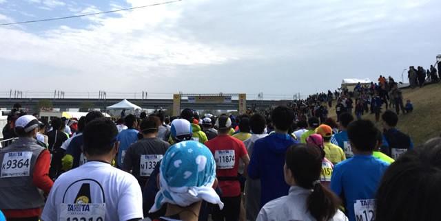 スタート時は道が混雑。こういうところでレース経験の差が出ますね