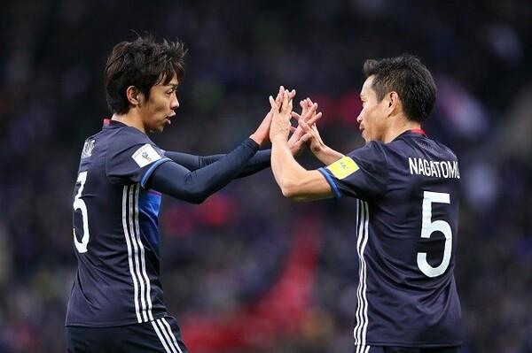 清武(左)はアフガニスタン戦の試合後に、長友(右)に「彼がいたからリズムを作れた」と言わせるほどの働きを見せた
