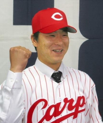 準硬式出身の異色選手ながら、西武、広島で中継ぎとして活躍した青木。プロ11年間で210試合に登板し、9勝を挙げた