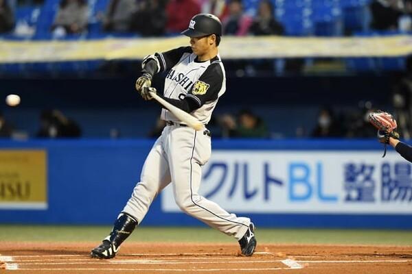 新生・金本阪神の象徴とも言える高山。1番に定着し、3月31日のヤクルト戦では1球目を振り抜き、プロ初本塁打となる先頭打者本塁打を放った