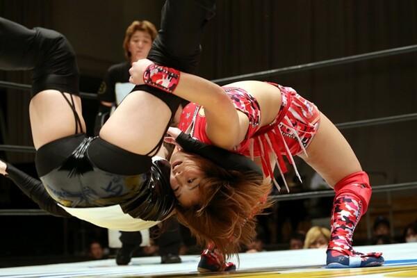 Sareeeが桜花をフィッシャーマンズで投げる