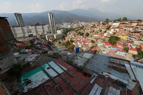 首都カラカスではスラム街が広がっているエリアもある