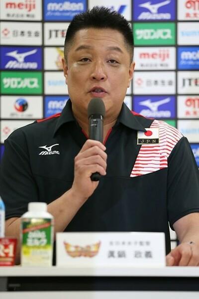 眞鍋監督は「チームジャパンは一致団結して、必死になって覚悟を持って戦いたい」と語った