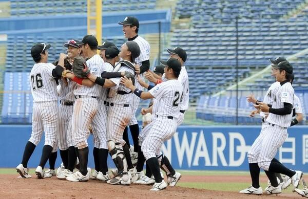 リーグ連覇を果たした亜大。中村、山田、諏訪ら層の厚い投手陣で、昨秋の神宮大会に続く全国制覇を視野に入れる