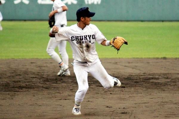 プロからの評価が高い安定した守備について、同期のエース柳川優太は「ショートに飛べば打球を見なくてもいいくらい」と笑う