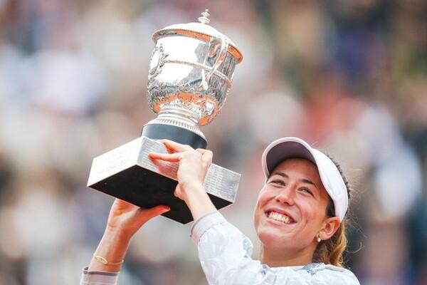 ムグルサが初優勝を飾った全仏オープン。22歳7カ月の女王誕生は女子ツアーの光明となった