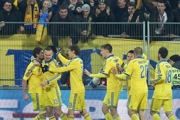 ウクライナ代表のイェウヘン・セレズニョフ(左端)はファンから最も愛される選手の1人だったが……